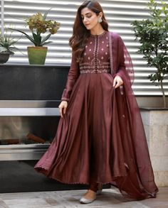 For Price & Queries Please DM us or you can Message/WhatsApp 📲 We provide Worldwide shipping🌍 ✅Inbox to place order📩 ✅stitching available🧣👗🧥 &shipping worldwide. 📦Dm to place order 📥📩stitching available SHIPPING WORLDWIDE 📦🌏🛫👗💃🏻😍 . Shadi Dresses, Pakistani Formal Dresses, Indian Gowns Dresses, Pakistani Dress Design, Pakistani Outfits, Pakistani Frocks, Designer Party Wear Dresses, Kurti Designs Party Wear, Indian Designer Outfits