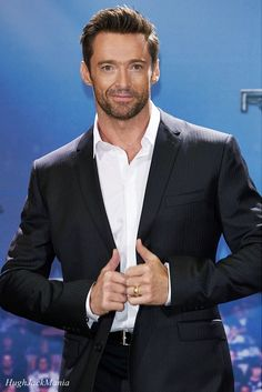 Hugh Jackman - what a gentleman and such a spunk! Hugh Jackman, Hugh Michael Jackman, Jason Statham, Gorgeous Men, Beautiful People, Hugh Wolverine, Hollywood, Attractive Men, Good Looking Men