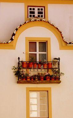 3 windows house Marvão, Alentejo typical architecture. #PORTUGAL
