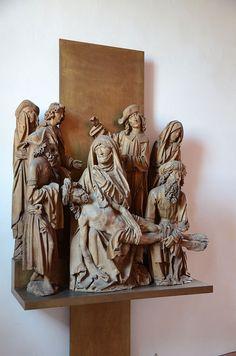 Großostheim Katholische Pfarrkirche St Petrus und Paulus 007 - Category:Beweinung Christi (1509) by Tilman Riemenschneider - Wikimedia Commons