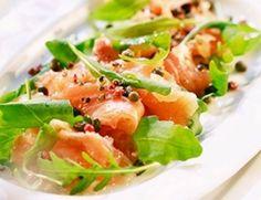 thuis uitgebreid koken voor vrienden, familie en manlief: Zalmcarpaccio met rucola