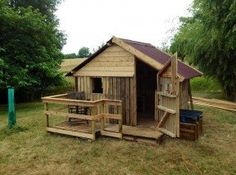 Cool Recycled Pallet Projects: Reuse, Recycle & Repurpose Old Wooden Pallets!