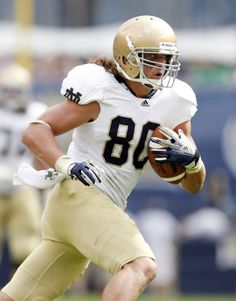 Notre Dame TE Tyler Eifert wins the Mackey Award (most outstanding college tight end) for 2012.