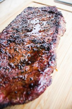 Beef Top Round London Broil Recipe: use a flavorful marinade, quickly broil or grill it so there's no overcooking, then slice as thinly as possible across. London Broil Marinade, London Broil Steak, Grilled London Broil, Cooking London Broil, London Broil Recipes, Recipe For Broiled Steak, Grilled Steak Recipes, Grilling Recipes, Pork Recipes