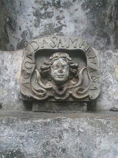 Aleijadinho no pátio da Casa de Guignard em Ouro Preto.