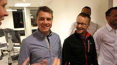 TAR DU UTFORDRINGEN? Nils Marius Otterstad (i venstre billedkant) gir Edvald og Sigurd en kort innføring i reglene. Sollien tok utfordringen allerede før Team Xtra Personell-manageren hadde rukket å snakke ferdig.  Foto: Jarle Fredagsvik  © www.procycling.no