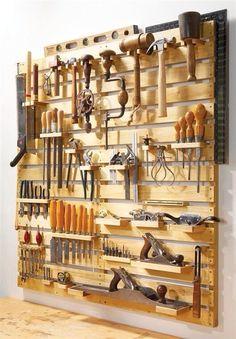 DIYが一般的になり、日常的に耳にする様になった今、工具を自宅に揃えている人も多い。楽しくDIYするためにも使いやすくカッコ良く収納したい。 american wood worker スペースがあれば、是非、工具は壁に掛けて収納したい。一目...