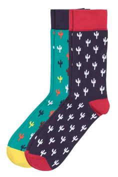 Pack 2 calcetines estampados: Calcetines de punto de jacquard en mezcla suave de algodón con motivo de cactus. Remate superior ancho en punto elástico.