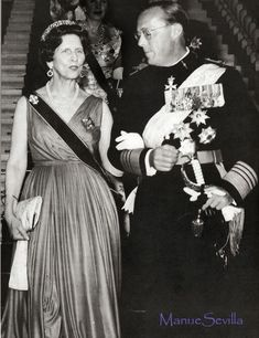 Queen Elena of Romania, nee Princess Helen of Greece, wearing the Russian meander tiara further back on her head during the Image courtesy of Manue Sevilla Adele, Louise Mountbatten, Greek Royalty, Viscount Severn, Diamond Tiara, Queen Mother, Princess Sofia, Royal Jewels, Kaiser