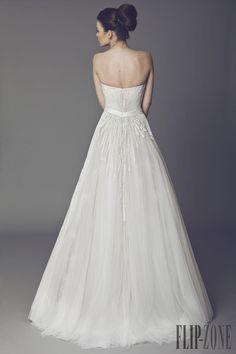 Tony Ward 2015 collection - Bridal - http://www.flip-zone.net/fashion/bridal/the-bride/tony-ward-4741