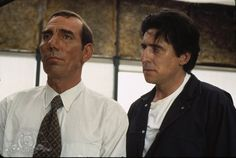 Still of Gabriel Byrne and Pete Postlethwaite in The Usual Suspects