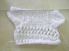 Cómo tejer calcetines de lana para bebés :: Cómo hacer calcetines para bebé tejidos a dos agujas Crochet Slipper Boots, Crochet Baby Booties, Crochet Slippers, Knitting For Kids, Baby Knitting, Diy Baby Socks, Baby Stocking, Knitted Baby Cardigan, Diy Bebe