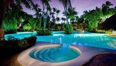 luxus pool schöner garten mit pool | Luxuriöse Designs von Pool ...