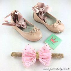 O encanto da sapatilha de balé para nossas princesas bailarinas !  Sapatilha em Couro com fita de cetim e faixa de renda com aplique de pérolas.  Link sapatilha http://purezababy.com.br/sapatilha-bailarina-aleka.html