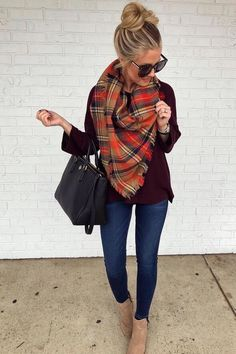 26 Amazing Outfit Ideas Wearing Warm Scarf 26 Amazing Outfit Ideas Wearing Warm Scarf Casual cozy long sweater outfits winter chic jeans cool street styles ootd Classic c. Long Sweater Outfits, Comfy Fall Outfits, Winter Fashion Outfits, Fall Winter Outfits, Look Fashion, Autumn Fashion, Cute Outfits For Fall, Casual Work Outfit Winter, Cold Weather Outfits