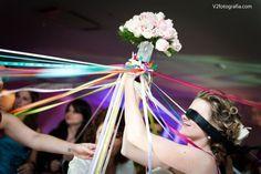 Vamos falar de tendência? Os casamentos tradicionais estão dando espaço aos modernos, desde a decoração até as vestimentas do noivo e da noiva. E como as inovações nesse tipo de evento são constantes, a nova