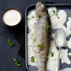 Découvrez la recette Truite entière à la crème sur cuisineactuelle.fr.
