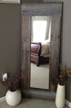 Full Length Barn Wood Mirror For hallway DIY with cheap mirror and repurposed wood - 40 Rustic Home Decor Ideas You Can Build Yourself - Page 7 of 9 - DIY Crafts Cheap Home Decor, Diy Home Decor, Barn Wood Mirror, Pallet Mirror, Rustic Mirrors, Barn Wood Decor, Barn Wood Headboard, Headboard Ideas, Barn Wood Bathroom