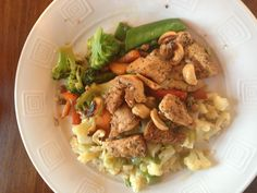 Week2 Day1. Chicken Stir Fry dinner. 100g chicken. Cauliflower. Carrots. Snow peas. Broccoli. On a bed of cauliflower cooked in butter. A sprinkle of cashews to end.