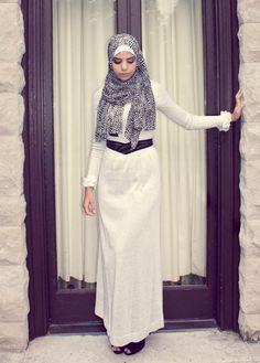 http://www.hijabiworld.com/ways-to-wear-the-maxi-hijab-scarves-style/