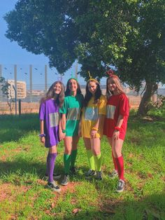 We dressed as the Teletubbies for halloween ✌🏻😗 Halloween Costumes For Teens Girls, Best Group Halloween Costumes, Trendy Halloween, Halloween Outfits, Costumes Kids, Group Costumes For 4, Turtle Costumes, Woman Costumes, Girl Halloween