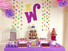 Dessert table at a Willy Wonka Party (Chocolate Party Table) Willy Wonka, 4th Birthday Parties, Birthday Bash, Birthday Ideas, Chocolates, Wonka Chocolate Factory, Chocolate Bars, Golden Birthday, Candy Party