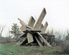 6-Mysterious-concrete-sculpture-monuments-in-former-Yugoslavia-photographed-by-Antwerp-based-Belgian-Photographer-Jan-Kempenaers.jpg (600×477)
