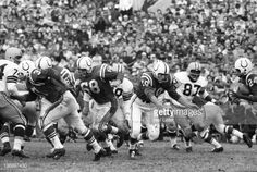 Lenny Moore takes pitchout from Johnny Unitas vs. Packers at Memorial Stadium, Baltimore (11-6-60)