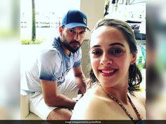 Yuvraj Singh Photobombs Wife Hazel Keech's Selfie Makes It 'Sexier' Sports