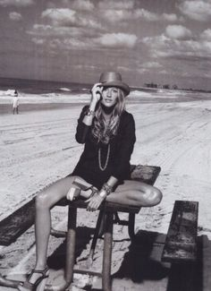 Gisele Bündchen by Peter Lindbergh _ Harper's Bazaar US, December 2006 Peter Lindbergh, Gisele Bundchen, Summer Fashion Outfits, Cute Summer Outfits, Holiday Outfits, Summer Clothes, Walmart Dresses, Bikini Rouge, Honeymoon Outfits