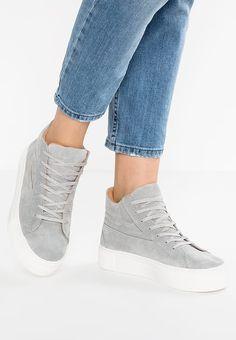 Schoenen Selected Femme SFALBA - Sneakers hoog - grey Grijs: € 129,95 Bij Zalando (op 20-12-16). Gratis bezorging & retournering, snelle levering en veilig betalen!