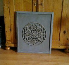 Schilderij van een rubberen deurmat. Oude lijsr, rubberen deurmat en Annie Sloan chalkpaint.