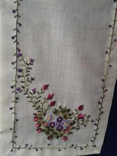 563 Likes, 24 Comments - Hamar Embroidery Needles, Machine Embroidery Patterns, Hand Embroidery Designs, Cross Stitch Embroidery, Hand Embroidery Flowers, Silk Ribbon Embroidery, Floral Embroidery, Sewing Crafts, Sewing Projects