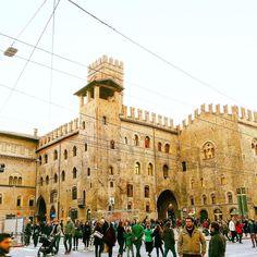 E con quest'ultima foto ho finito i miei scatti dedicati a #bologna  una bellissima città spero proprio di tornarci un giorno! . . . . #bologna #bolognaitaly  #bolognagram #bolognacittà #volgoitalia #volgobologna #vivo_italia #vivobologna #thisisitaly #igers #igersitalia #igerseurope #igersbologna #igersitaly #ig_italy #ig_europe #ig_italia #ig_bologna #liveautentic #bestvacations #piazzamaggiore #piazzamaggiorebologna