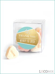 The Candy Cube wedding favours are a great sweet treat for your wedding guests. The transparent boxes can be filled with the sweets of your choice. Besides, the small favour boxes will be tagged with a sticker in the design of your choice. You can personalise the design online by using our online Design Tool.