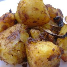 Slow Cooker Bombay Potatoes, a great accompaniment for any curry recipe, or to use up leftover potatoes!