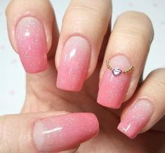 78680-Pink-Ombre-Glitter-Nails.jpg (403×375)