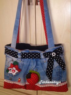 More Tutorial and Ideas Denim Bags From Jeans, Denim Tote Bags, Denim Handbags, Denim Purse, Blue Jean Purses, Creative Bag, Denim Ideas, Recycled Denim, Quilted Bag