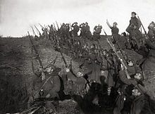 World War I - Bulgarian soldiers in a trench, preparing to fire against an incoming airplane. The Bulgarians suffered their only defeat of the war at the Battle of Dobro Pole: Bulgaria capitulated two weeks later, on 29 September World War One, First World, Ww1 Pictures, Ww1 Photos, Italian Campaign, Ww1 Soldiers, Haunting Photos, History Online, History Images