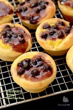 The Furry Bakers: 蓝莓奶油面包 Blueberry & Custard Cream Bread Custard, Food Pictures, Blueberry, Food Photography, Bread, Baking, Desserts, Bling Bling, Buns