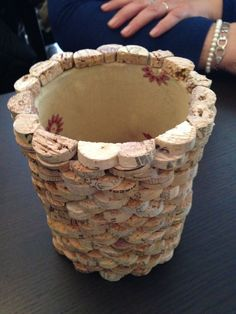 planter made of cork Wine Craft, Wine Cork Crafts, Bottle Crafts, Wood Crafts, Wine Cork Projects, Diy Craft Projects, Diy Cork, Wine Cork Art, Cork Ornaments