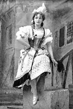 "Photo (probably by Alfred Ellis) of Emmie Owen as Gianetta in the 1898 DOC revival of ""The Gondoliers"" at the Savoy Theatre."