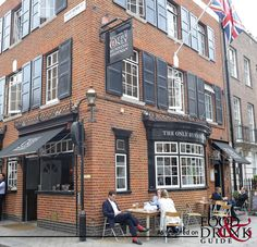 Many hundreds of years ago the roads around this pub in Mayfair, London were dominated by horsedrawn carriages of Georgian aristocrats and servants who led the way by foot. These servants used The Only Running Footman, or The Running Horse as it was named then, as a meeting and resting place. #theonlyrunningfootman