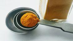 Stavte na výhody čaju z jabĺk a kurkumy, ktorý posilní imunitu, ochráni vaše telo pred chorobami a navyše vám aj pomôže schudnúť! Ako uvádza portál curapelanatureza, tento čaj má pre ľudský organizmus blahodarné účinky a … Grow Turmeric, Turmeric Plant, Organic Turmeric, Home Remedies For Ringworm, Natural Home Remedies, Herbal Remedies, Ayurveda, Cooking Measurement Conversions, Kitchen Measurements