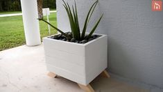 DIY Planter Box From PalletsThanks for this post.We love plants and we love pallets so this great DIY project was right up our alley. It's simple, it isn't very time-consuming and it's also really cost-efficient, especially if you # Box Diy Wood Planters, Big Planters, Diy Planters Outdoor, Pallet Planter Box, Cedar Planter Box, Garden Planter Boxes, Square Planters, Modern Planters, Outdoor Flower Boxes