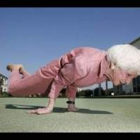 Regardless of one's age or fitness level, regular exercise offers inumerable benefits to those seeking health, fitness and stress reduction. Yoga is possible at any age! Fitness Workouts, Fitness Motivation, Fitness Weightloss, Fitness Goals, Yoga Inspiration, Fitness Inspiration, Fashion Inspiration, Design Inspiration, Yoga Bewegungen