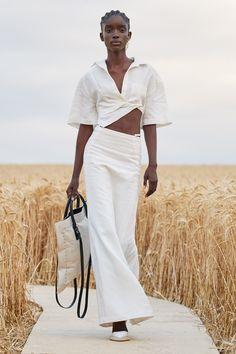White Fashion, 70s Fashion, Fashion Week, Runway Fashion, Spring Fashion, Fashion Show, Fashion Tips, Fashion Trends, Hijab Fashion