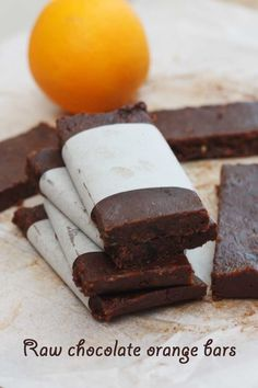 5-INGREDIENT RAW CHOCOLATE ORANGE BARS - Squidgy and super chocolaty chocolate orange bars. These taste like a gooey brownie, but are actually a healthy blend of just 5 raw ingredients - cashews, dates, sultanas, cocoa and an orange. A snack that you don't need to feel any guilt about.