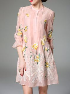 Awesome 44 Beautiful Floral Midi Dresses That Inspire from https://www.fashionetter.com/2017/06/14/44-beautiful-floral-midi-dresses-inspire/