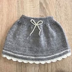 Örgü Bebek Etek Yapılışı – elisiorgudukkani.com Baby Knitting Patterns, Knitting For Kids, Knitting For Beginners, Knitting Designs, Knitting Projects, Baby Skirt, Baby Dress, Crochet Girls, Knit Crochet